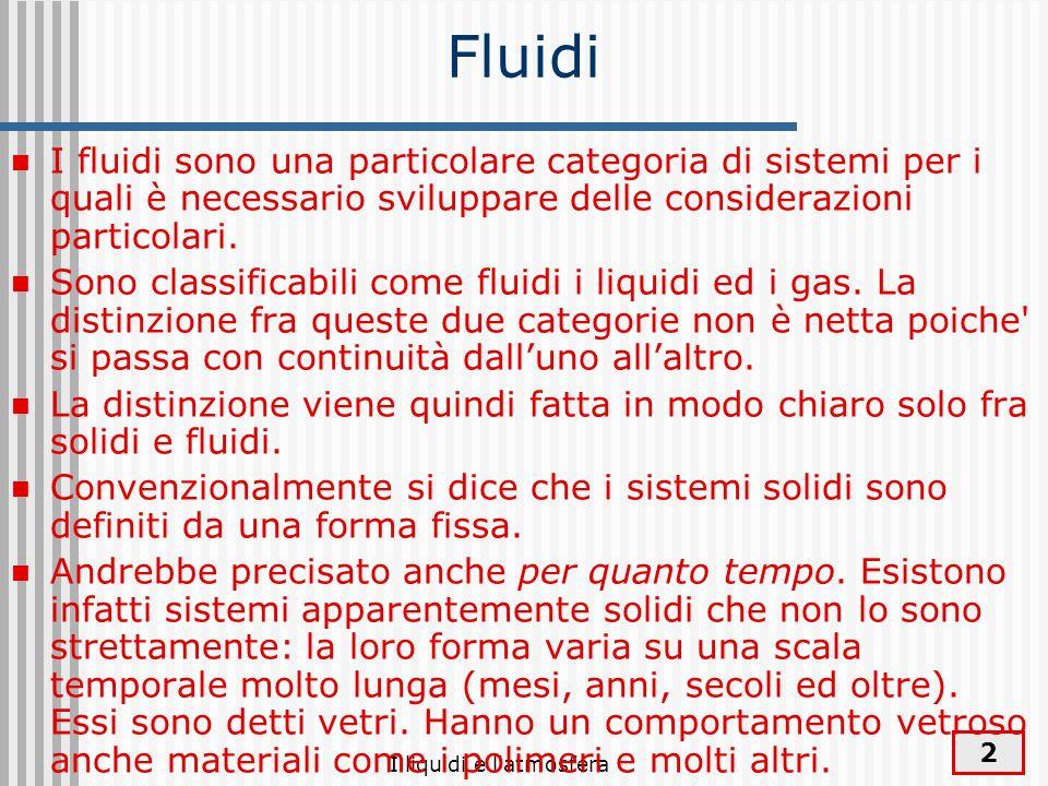 I liquidi e l'atmosfera 2 Fluidi I fluidi sono una particolare categoria di sistemi per i quali è necessario sviluppare delle considerazioni particola