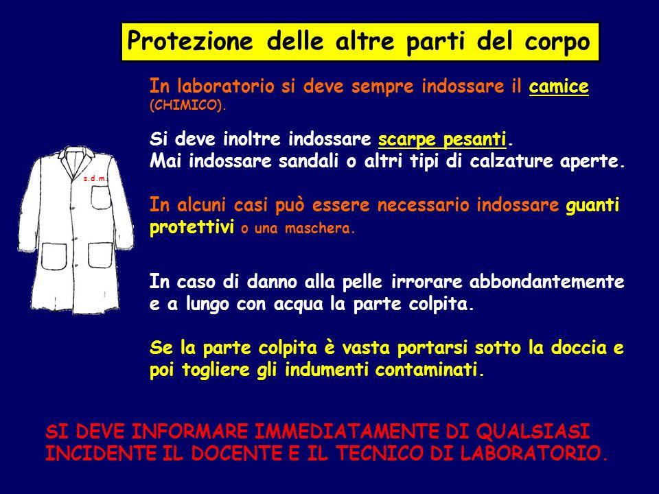 In laboratorio si deve sempre indossare il camice (CHIMICO). Si deve inoltre indossare scarpe pesanti. Mai indossare sandali o altri tipi di calzature