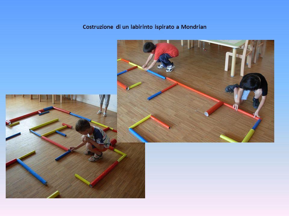 Costruzione di un labirinto ispirato a Mondrian