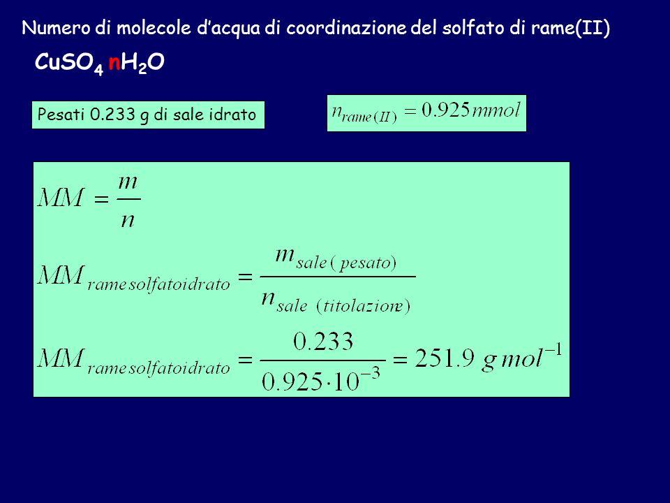Numero di molecole dacqua di coordinazione del solfato di rame(II) CuSO 4 nH 2 O MM Cu =63.55 g mol -1 MM S = 32.06 g mol -1 MM O = 16.00 g mol -1 MM