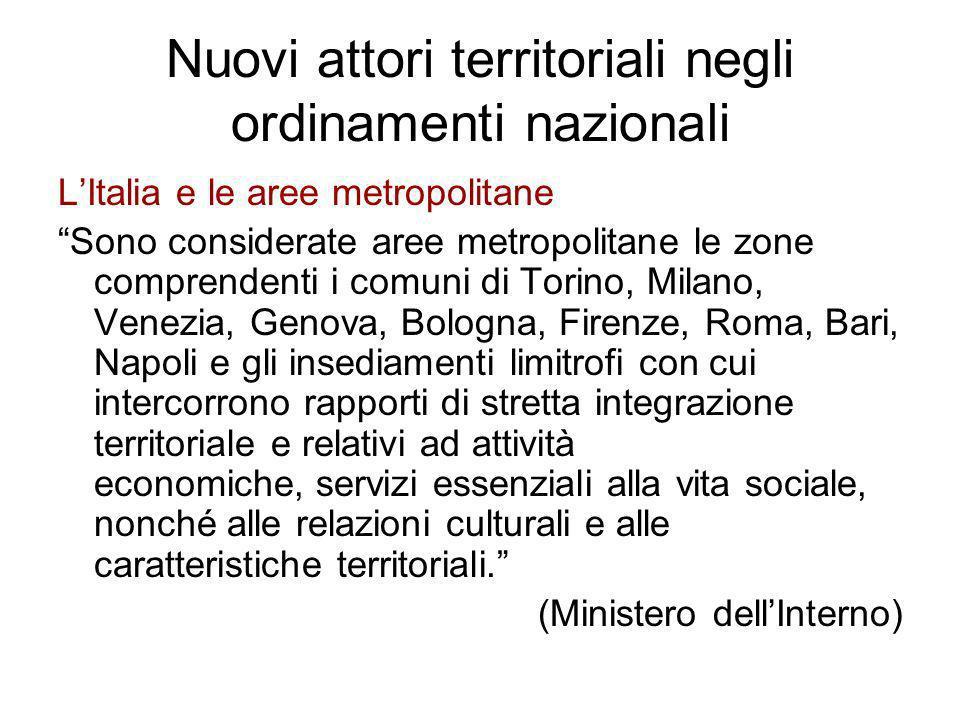 Nuovi attori territoriali negli ordinamenti nazionali LItalia e le aree metropolitane Sono considerate aree metropolitane le zone comprendenti i comun