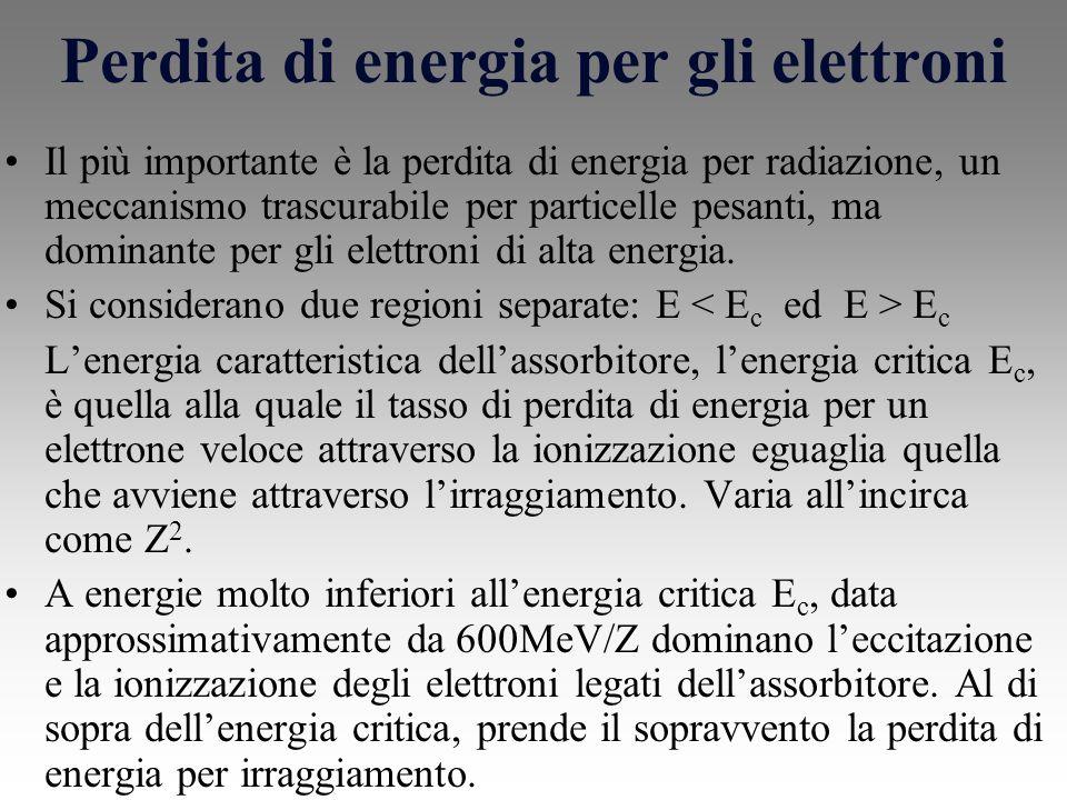 Perdita di energia per gli elettroni Il più importante è la perdita di energia per radiazione, un meccanismo trascurabile per particelle pesanti, ma dominante per gli elettroni di alta energia.