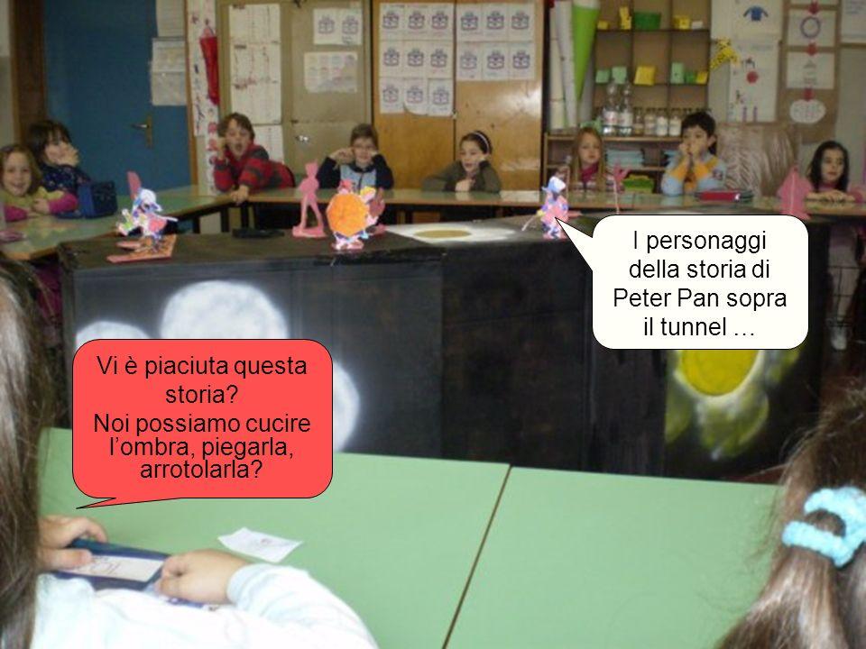 I personaggi della storia di Peter Pan sopra il tunnel … Vi è piaciuta questa storia? Noi possiamo cucire lombra, piegarla, arrotolarla?