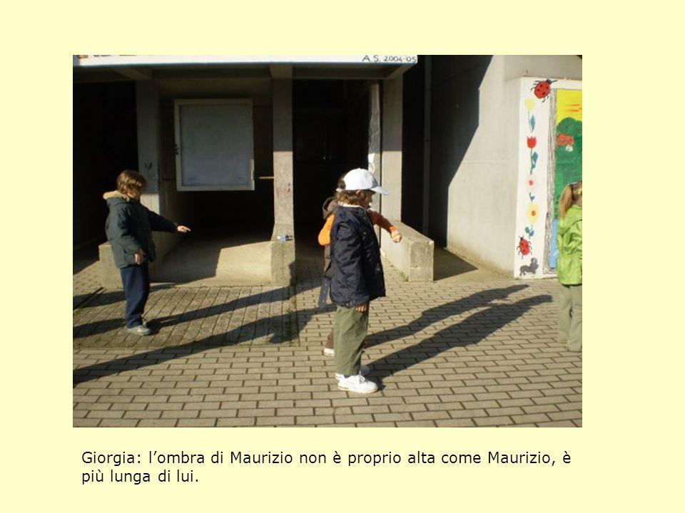 Giorgia: lombra di Maurizio non è proprio alta come Maurizio, è più lunga di lui.