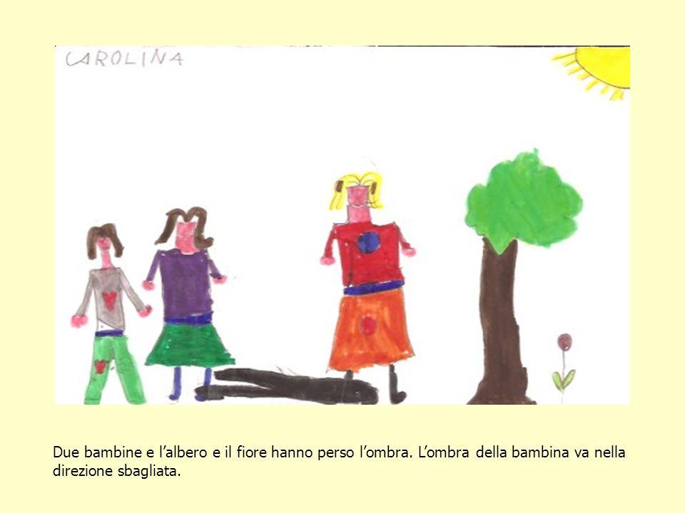 Due bambine e lalbero e il fiore hanno perso lombra. Lombra della bambina va nella direzione sbagliata.