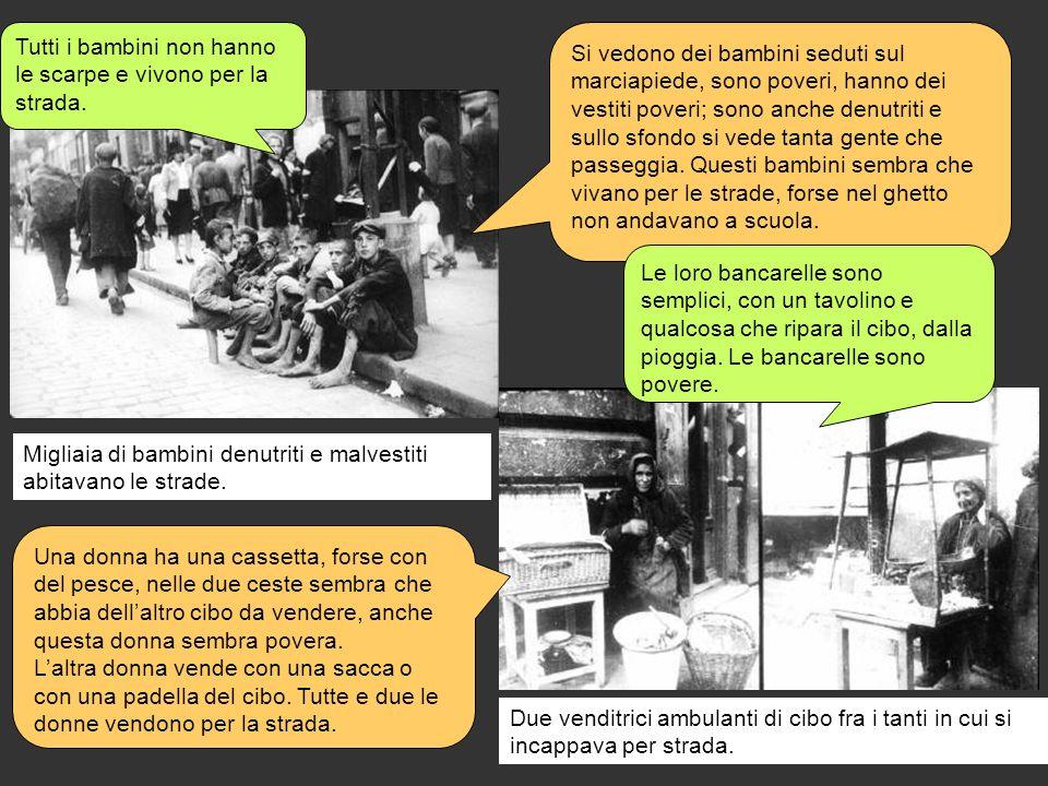 Migliaia di bambini denutriti e malvestiti abitavano le strade. Due venditrici ambulanti di cibo fra i tanti in cui si incappava per strada. Tutti i b