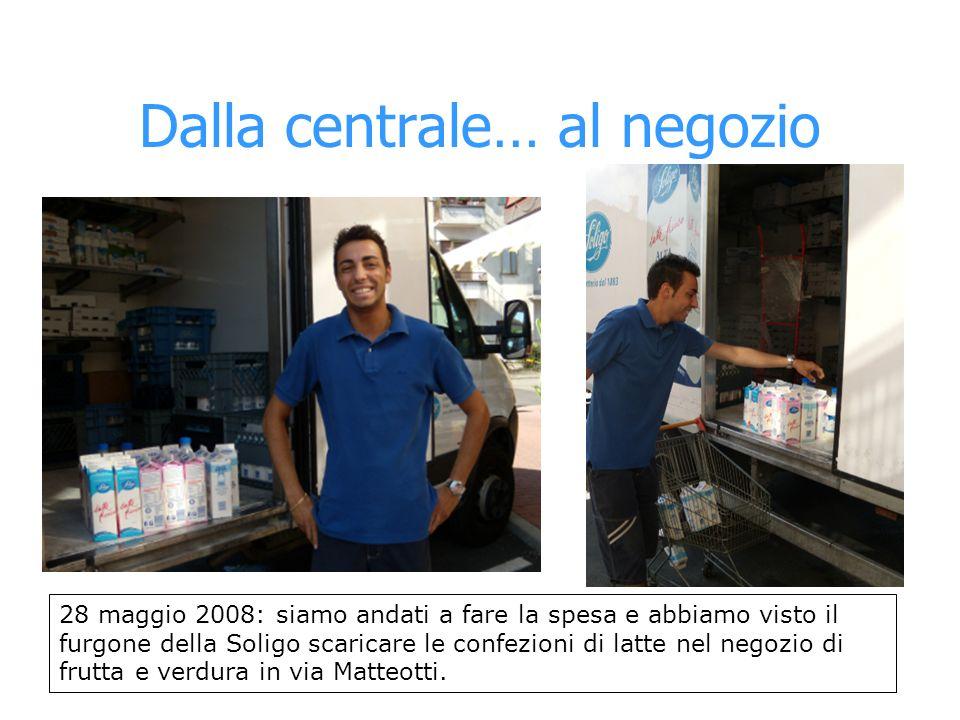 Dalla centrale… al negozio 28 maggio 2008: siamo andati a fare la spesa e abbiamo visto il furgone della Soligo scaricare le confezioni di latte nel n