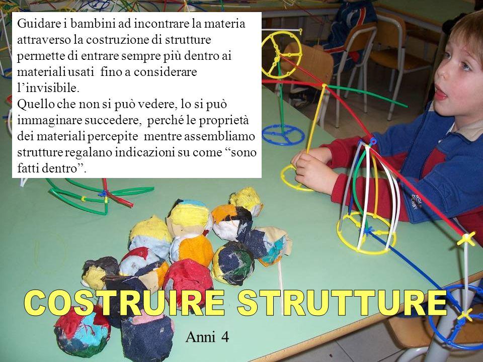Guidare i bambini ad incontrare la materia attraverso la costruzione di strutture permette di entrare sempre più dentro ai materiali usati fino a cons