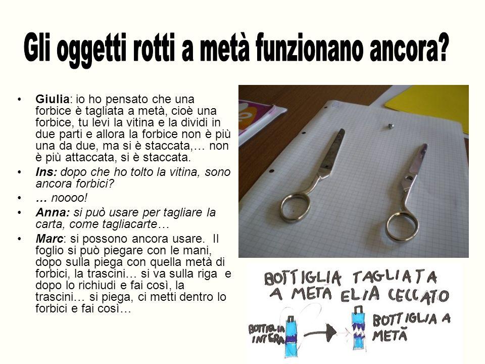 Giulia: io ho pensato che una forbice è tagliata a metà, cioè una forbice, tu levi la vitina e la dividi in due parti e allora la forbice non è più un