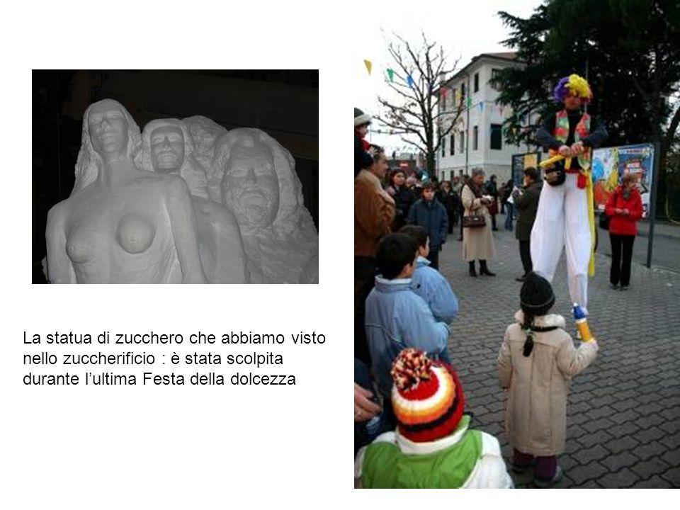 La statua di zucchero che abbiamo visto nello zuccherificio : è stata scolpita durante lultima Festa della dolcezza