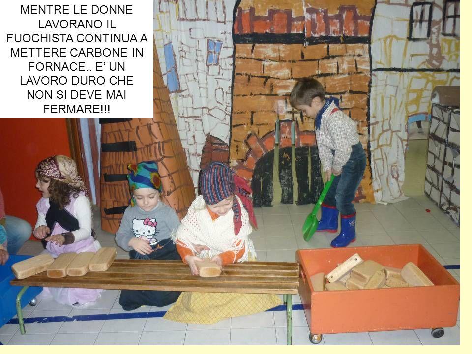 MENTRE LE DONNE LAVORANO IL FUOCHISTA CONTINUA A METTERE CARBONE IN FORNACE.. E UN LAVORO DURO CHE NON SI DEVE MAI FERMARE!!!
