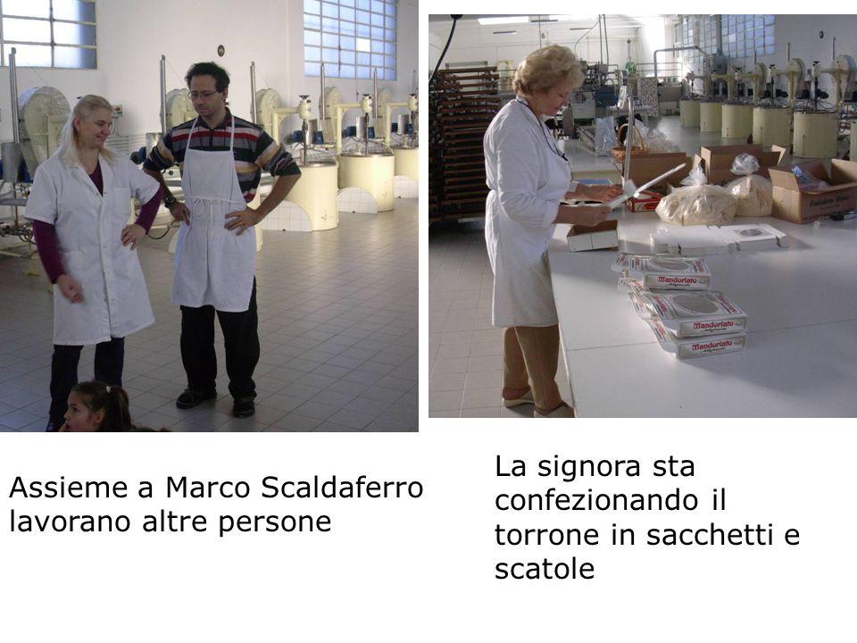Assieme a Marco Scaldaferro lavorano altre persone La signora sta confezionando il torrone in sacchetti e scatole