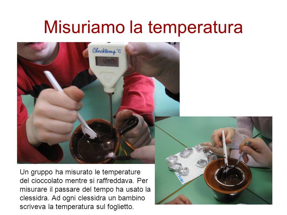 Misuriamo la temperatura Un gruppo ha misurato le temperature del cioccolato mentre si raffreddava. Per misurare il passare del tempo ha usato la cles