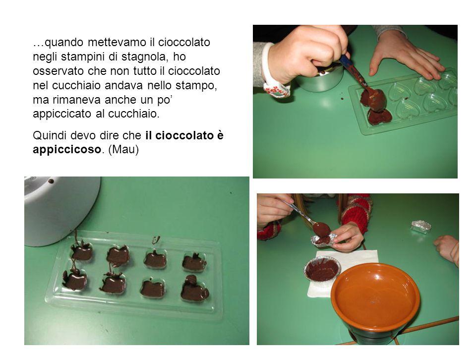 …quando mettevamo il cioccolato negli stampini di stagnola, ho osservato che non tutto il cioccolato nel cucchiaio andava nello stampo, ma rimaneva an