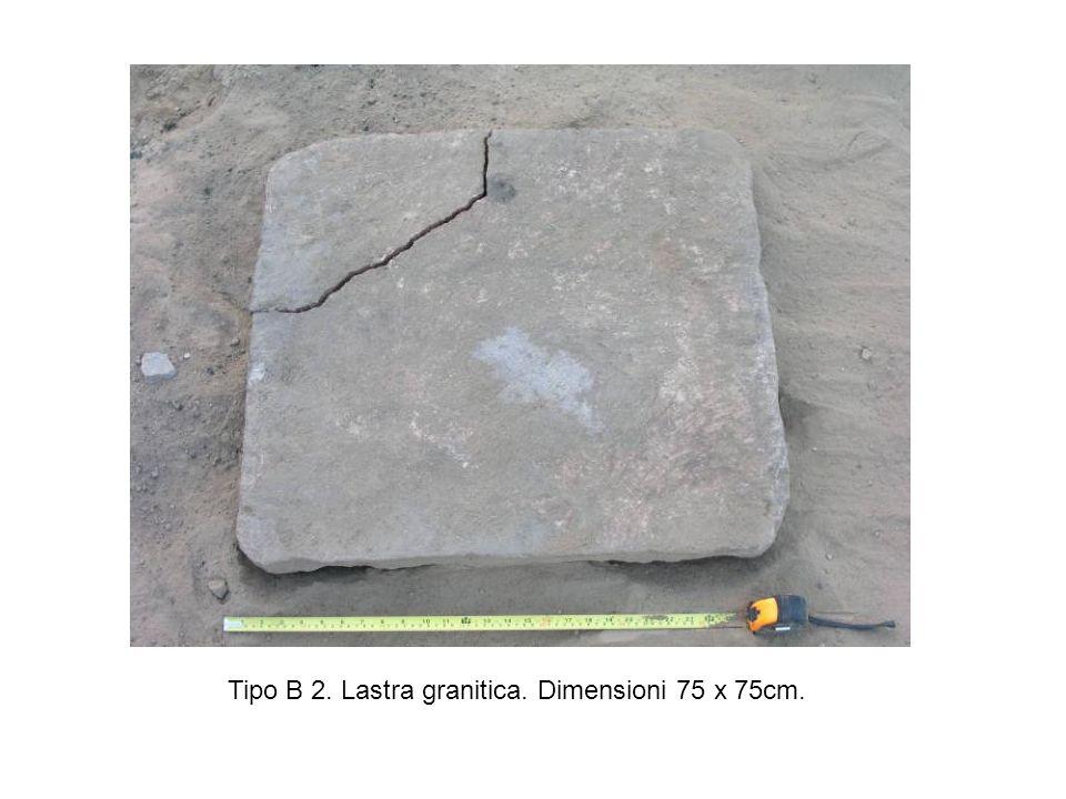 Tipo B 2. Lastra granitica. Dimensioni 75 x 75cm.