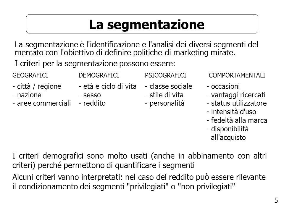 6 I criteri comportamentali di segmentazione I criteri di segmentazione comportamentale possono essere: - occasioni: - vantaggi ricercati: - status dell utilizzatore: - intensità d uso: - fedeltà alla marca: - disponibilità all acquisto: - atteggiamento permettono di distinguere tra le manifestazioni del bisogno, le decisioni di acquisto e le modalità di utilizzo segmentano in relazione alla sensibilità al prezzo e alla ricerca di qualità/prestazione segmenta tra ex utilizzatori, nuovi utilizzatori, non utilizzatori, utilizzatori potenziali, … distingue una bassa, media o elevata intensità d uso (spesso i forti utilizzatori sono una percentuale piccola del totale ma una percentuale elevata delle vendite da distinguere in base a marca industriale (prodotto) o commerciale e in base al grado di fedeltà (fedelissimi, fedeli tiepidi, fedeli mutevoli, incostanti) distingue tra chi non conosce il prodotto, chi potrebbe essere interessato fino ad arrivare a chi effettivamente lo vorrebbe comprare distingue tra entusiasti, positivi, indifferenti, contrari e decisamente ostili
