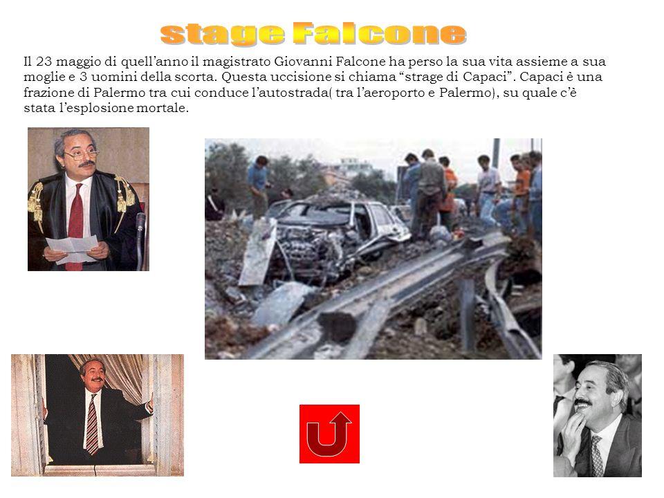 Il 23 maggio di quellanno il magistrato Giovanni Falcone ha perso la sua vita assieme a sua moglie e 3 uomini della scorta. Questa uccisione si chiama