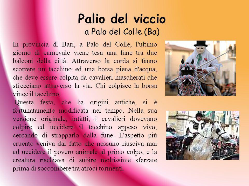 In provincia di Bari, a Palo del Colle, l'ultimo giorno di carnevale viene tesa una fune tra due balconi della città. Attraverso la corda si fanno sco