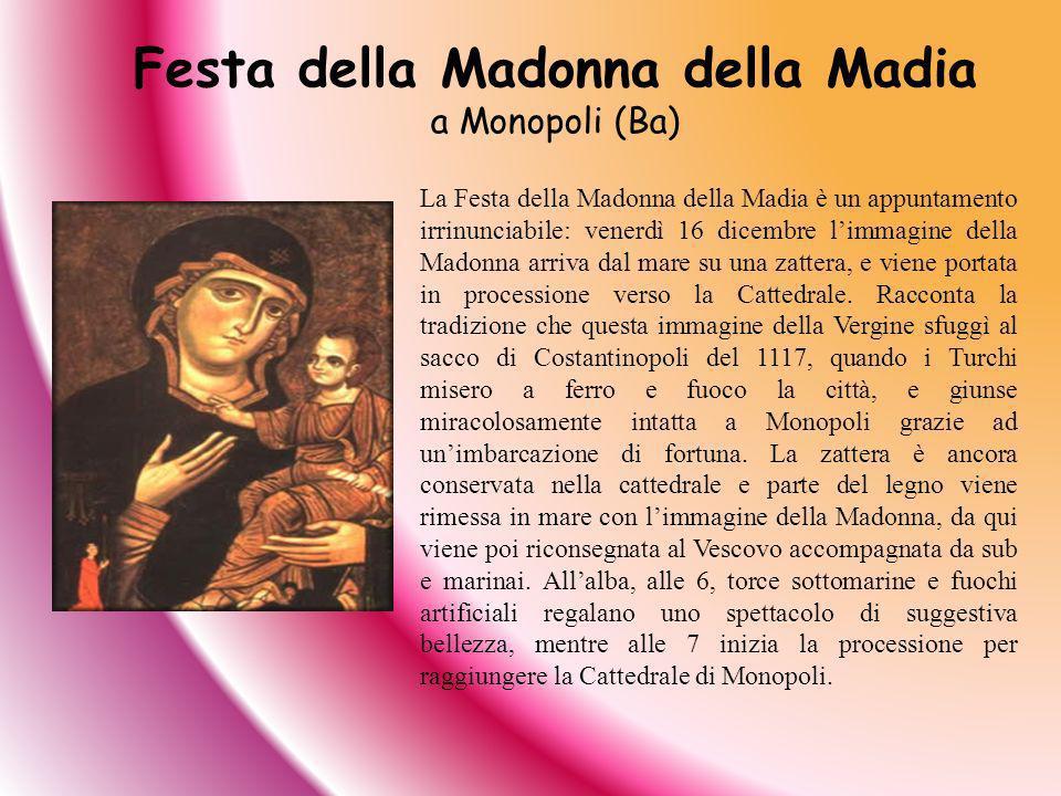 La Festa della Madonna della Madia è un appuntamento irrinunciabile: venerdì 16 dicembre limmagine della Madonna arriva dal mare su una zattera, e vie