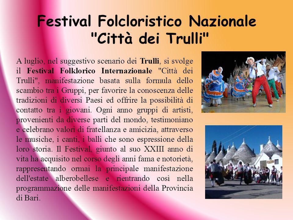 A luglio, nel suggestivo scenario dei Trulli, si svolge il Festival Folklorico Internazionale