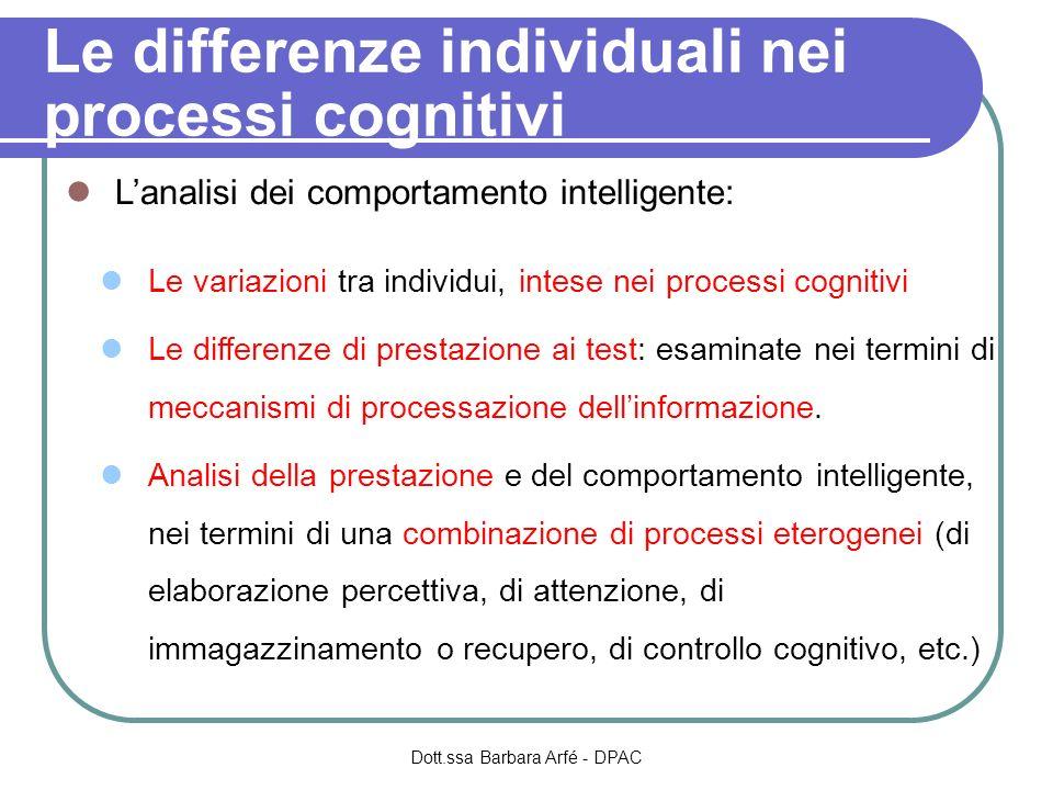 Le differenze individuali nei processi cognitivi Lanalisi dei comportamento intelligente: Le variazioni tra individui, intese nei processi cognitivi Le differenze di prestazione ai test: esaminate nei termini di meccanismi di processazione dellinformazione.