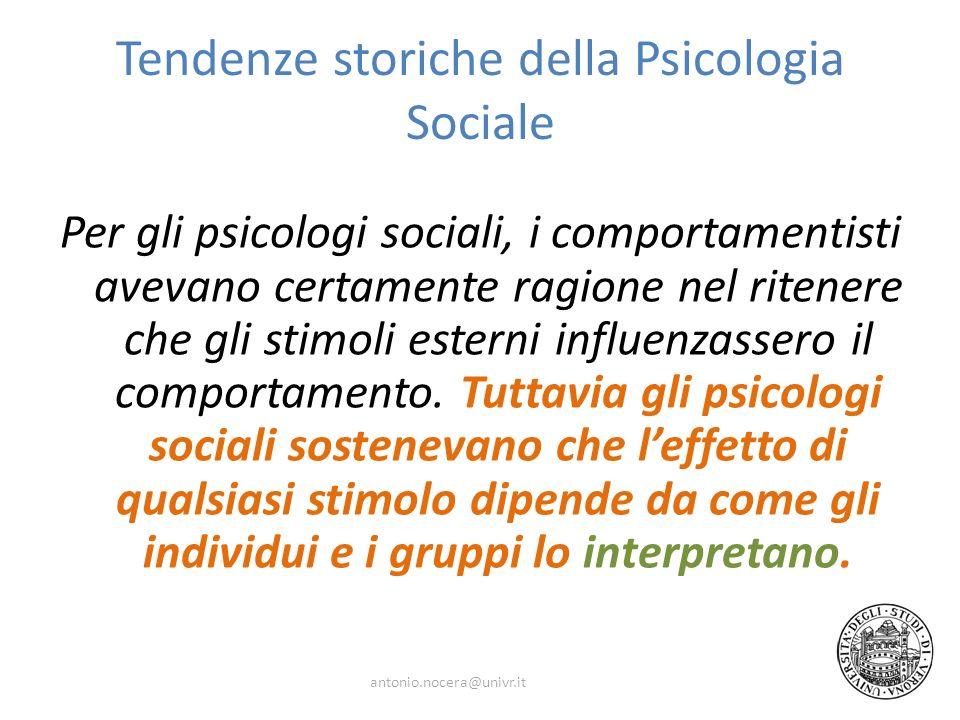 Tendenze storiche della Psicologia Sociale Per gli psicologi sociali, i comportamentisti avevano certamente ragione nel ritenere che gli stimoli esterni influenzassero il comportamento.