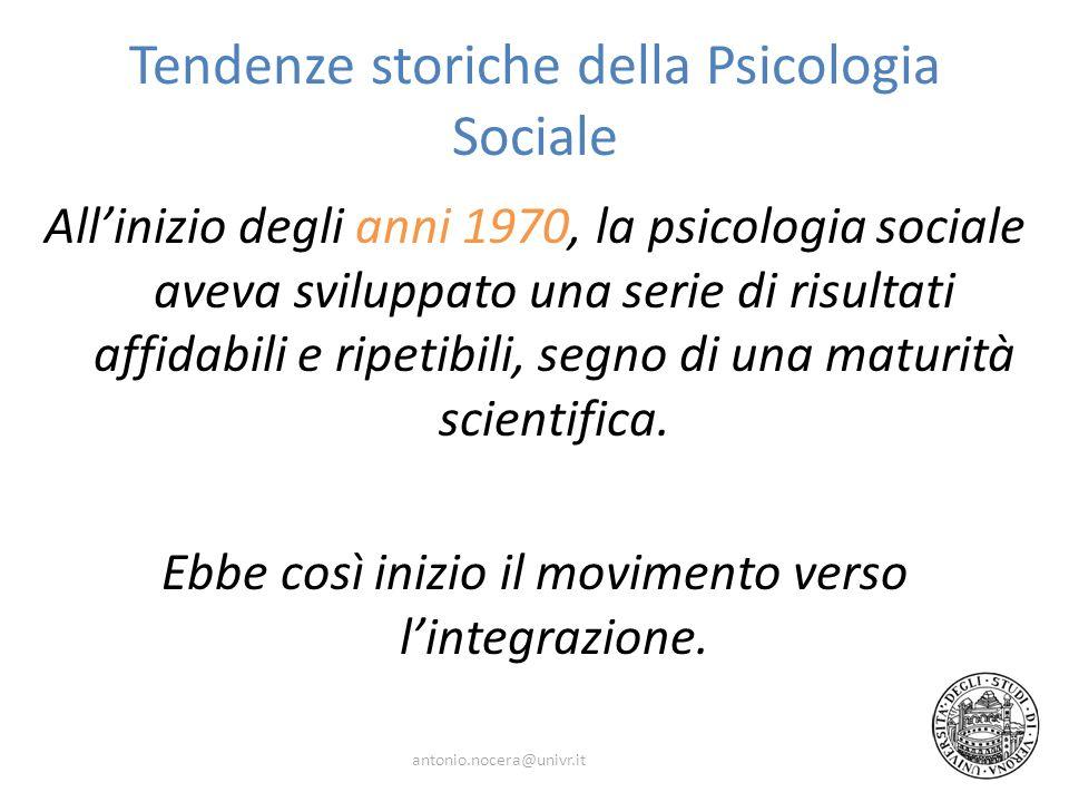 Tendenze storiche della Psicologia Sociale Allinizio degli anni 1970, la psicologia sociale aveva sviluppato una serie di risultati affidabili e ripetibili, segno di una maturità scientifica.