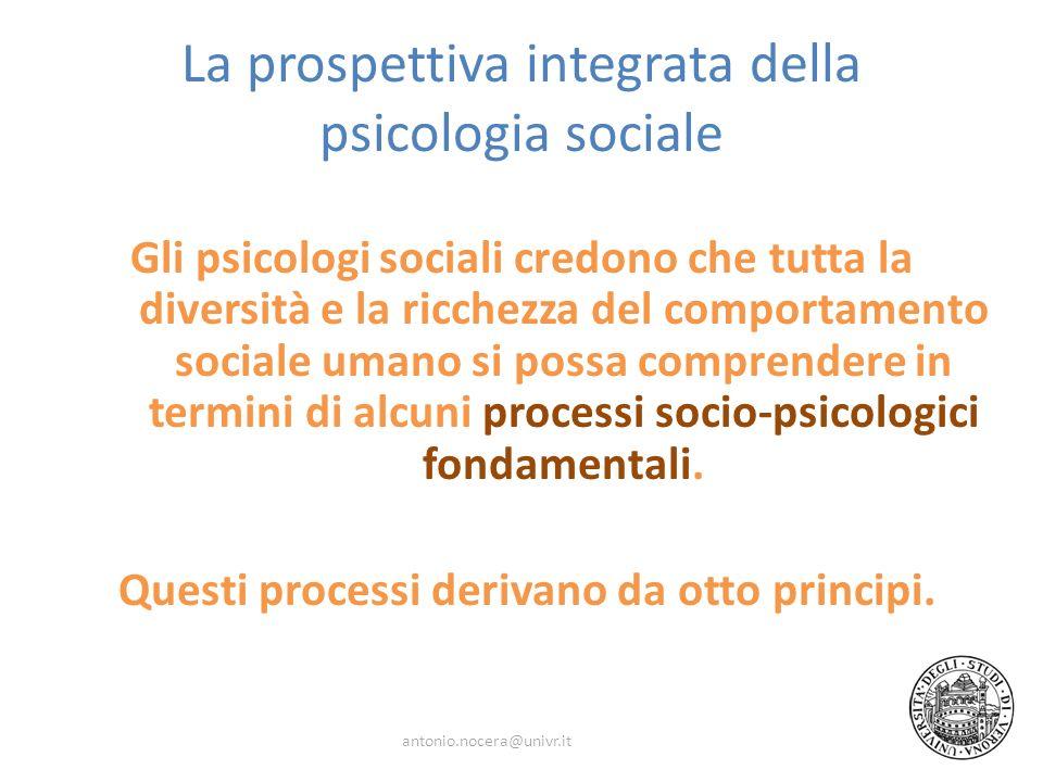 La prospettiva integrata della psicologia sociale Gli psicologi sociali credono che tutta la diversità e la ricchezza del comportamento sociale umano si possa comprendere in termini di alcuni processi socio-psicologici fondamentali.