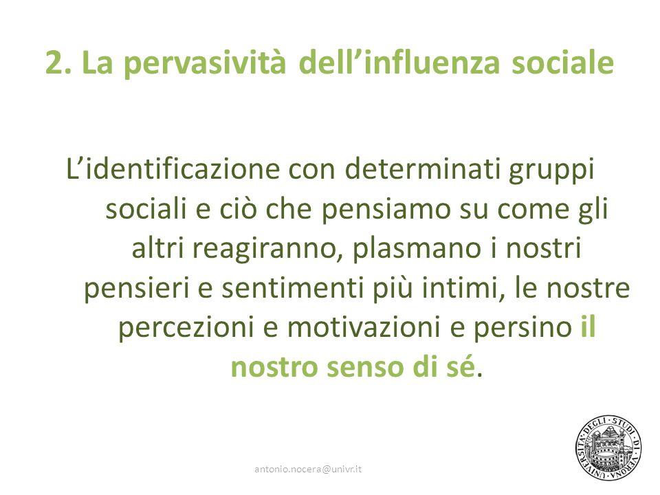 2. La pervasività dellinfluenza sociale Lidentificazione con determinati gruppi sociali e ciò che pensiamo su come gli altri reagiranno, plasmano i no