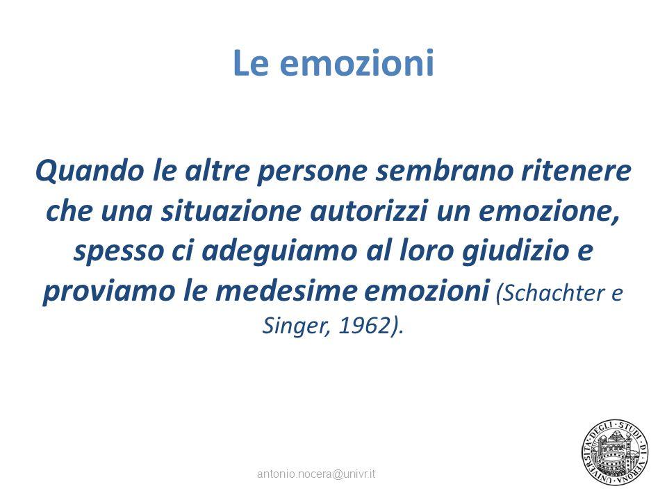 Le emozioni Quando le altre persone sembrano ritenere che una situazione autorizzi un emozione, spesso ci adeguiamo al loro giudizio e proviamo le medesime emozioni (Schachter e Singer, 1962).