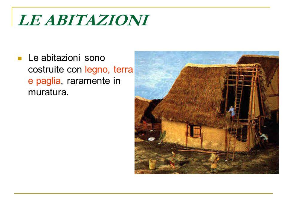 LE ABITAZIONI Le abitazioni sono costruite con legno, terra e paglia, raramente in muratura.