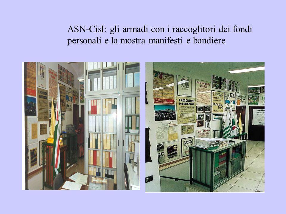 ASN-Cisl: gli armadi con i raccoglitori dei fondi personali e la mostra manifesti e bandiere