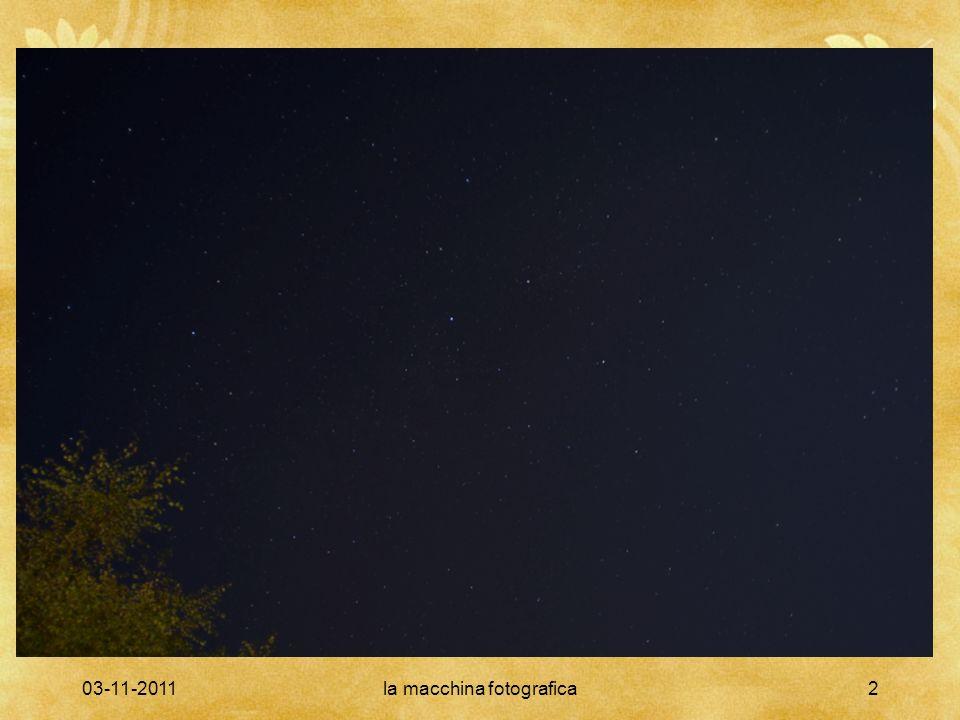 03-11-2011la macchina fotografica13 Obiettivi Dal diametro dell obiettivo dipende la quantita di luce raccolta in un dato tempo (che cresce con l area dell obiettivo); Dalla lunghezza focale dipende la capacita di distinguere sorgenti di luce molto vicine tra loro (che cresce con la focale).
