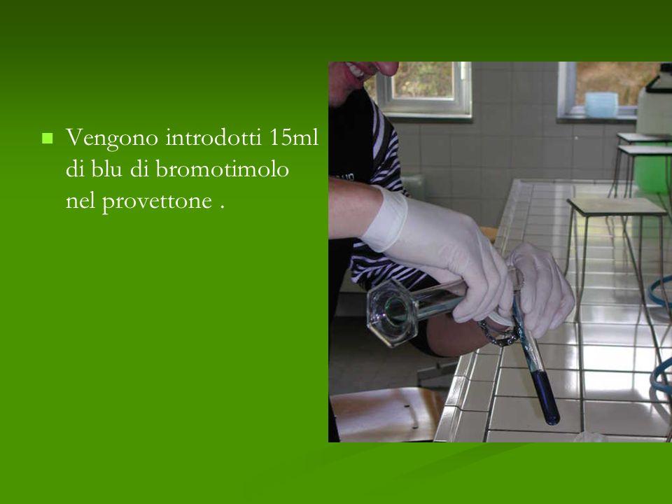 Vengono introdotti 15ml di blu di bromotimolo nel provettone.
