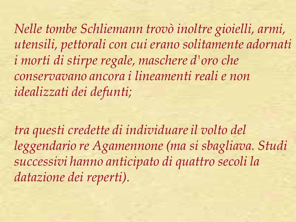 Nelle tombe Schliemann trovò inoltre gioielli, armi, utensili, pettorali con cui erano solitamente adornati i morti di stirpe regale, maschere d'oro c