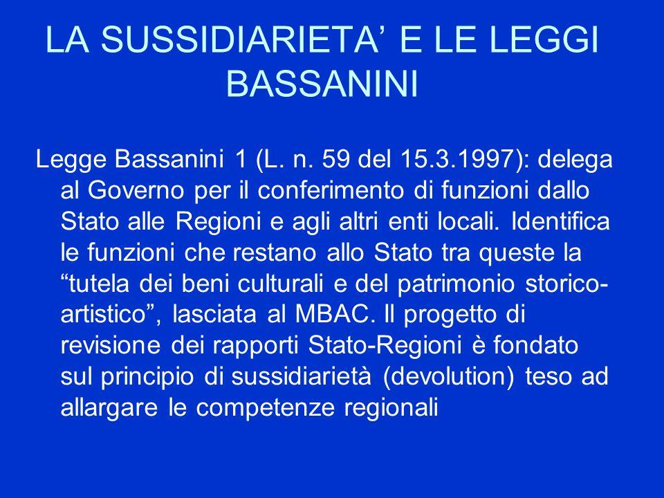 LA SUSSIDIARIETA E LE LEGGI BASSANINI Legge Bassanini 1 (L. n. 59 del 15.3.1997): delega al Governo per il conferimento di funzioni dallo Stato alle R