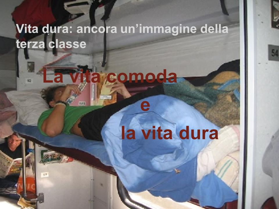 Vita comoda: il sontuoso vagone ristorante su un treno riservato ai turisti. www.didadada.it Vita dura: il vagone letto di un treno ordinario. Siamo i