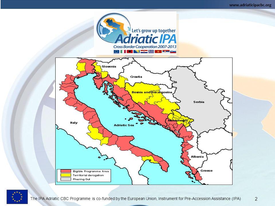 The IPA Adriatic CBC Programme is co-funded by the European Union, Instrument for Pre-Accession Assistance (IPA) OBIETTIVO GENERALE: Rafforzamento della capacità di sviluppo sostenibile della regione Adriatica, attraverso una strategia di azione concordata tra i Partner dei territori eleggibili OBIETTIVO GENERALE: Rafforzamento della capacità di sviluppo sostenibile della regione Adriatica, attraverso una strategia di azione concordata tra i Partner dei territori eleggibili PRIORITA 1: Cooperazione economica, sociale e istituzionale PRIORITA 2: Risorse naturali e culturali e prevenzione dei rischi PRIORITA 3: Accessibilità e Network PRIORITA 4: Assistenza Tecnica Le Priorità del Programma