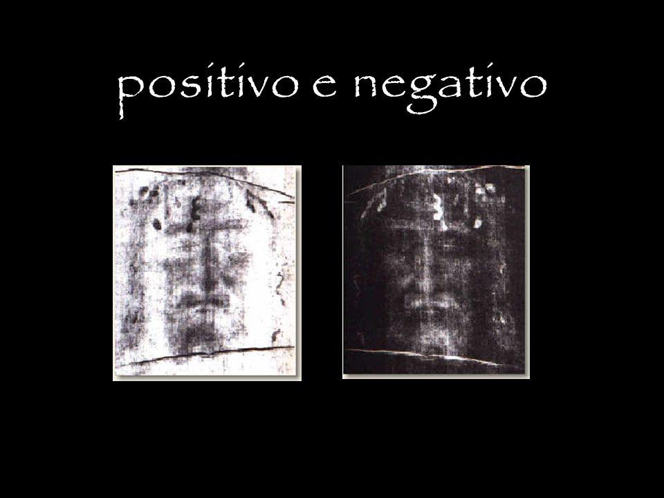 L impronta in negativo dell uomo della Sindone Nel negativo della fotografia della Sindone è evidente come i chiaroscuro siano invertiti rispetto ad un negativo fotografico normale.