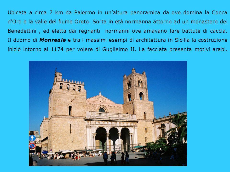 Il Chiostro addossato al fianco destro della cattedrale, insieme allala meridionale è tutto ciò che resta del convento dei benedettini, è accessibile dallesterno.