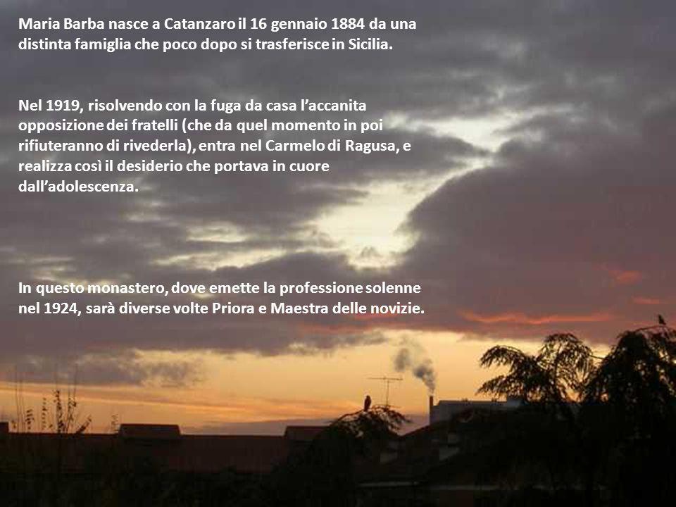 Maria Barba nasce a Catanzaro il 16 gennaio 1884 da una distinta famiglia che poco dopo si trasferisce in Sicilia.