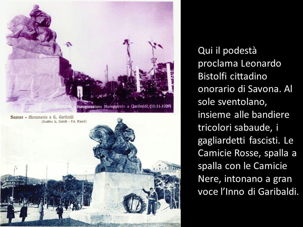 Qui il podestà proclama Leonardo Bistolfi cittadino onorario di Savona. Al sole sventolano, insieme alle bandiere tricolori sabaude, i gagliardetti fa