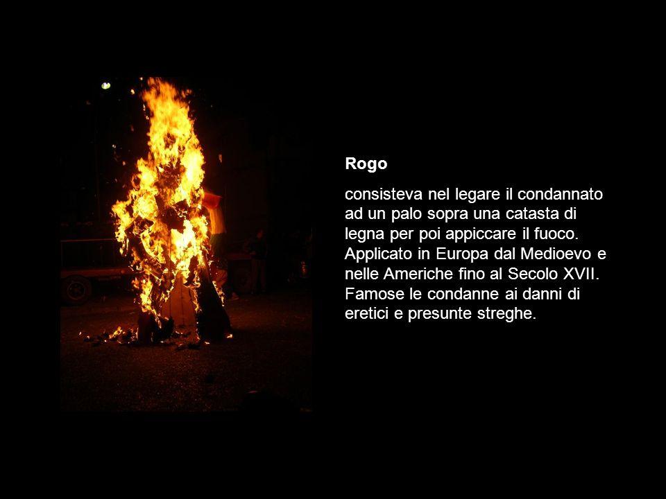 Rogo consisteva nel legare il condannato ad un palo sopra una catasta di legna per poi appiccare il fuoco.