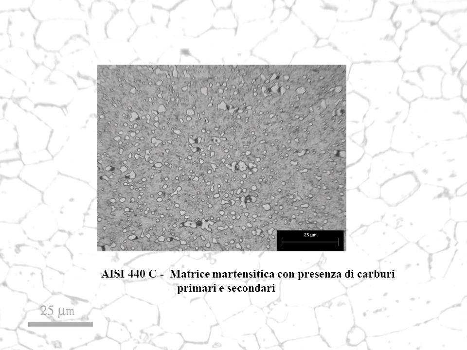 AISI 440 C - Matrice martensitica con presenza di carburi primari e secondari