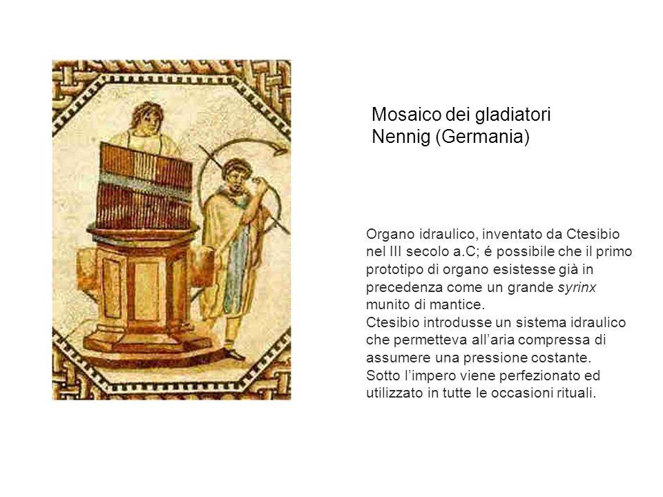 Organo idraulico, inventato da Ctesibio nel III secolo a.C; é possibile che il primo prototipo di organo esistesse già in precedenza come un grande syrinx munito di mantice.