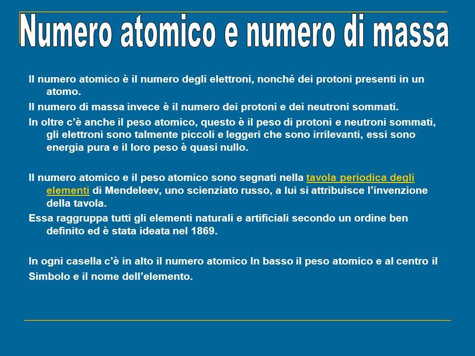 Il numero atomico è il numero degli elettroni, nonché dei protoni presenti in un atomo. Il numero di massa invece è il numero dei protoni e dei neutro
