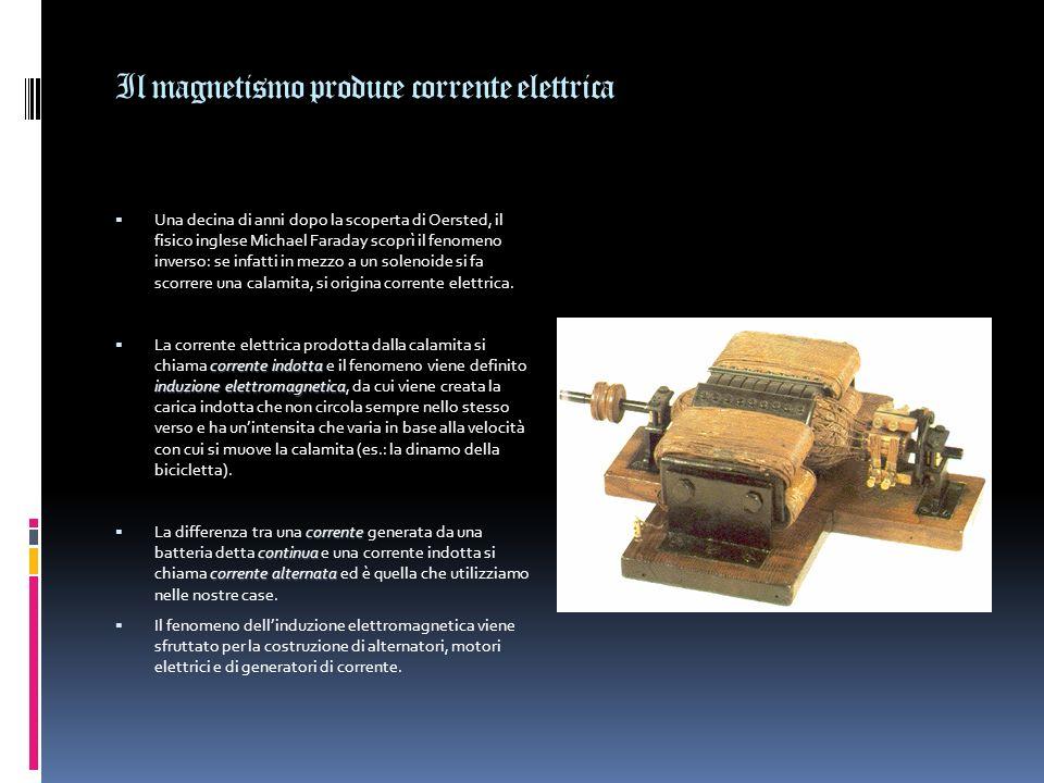 La corrente elettrica produce magnetismo Nel 1820 il fisico danese Christian Oersted scoprì che, ogni volta che in un filo conduttore passava della co