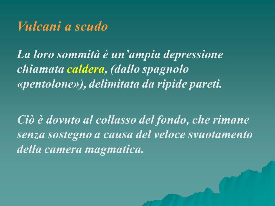 La loro sommità è unampia depressione chiamata caldera, (dallo spagnolo «pentolone»), delimitata da ripide pareti. Ciò è dovuto al collasso del fondo,