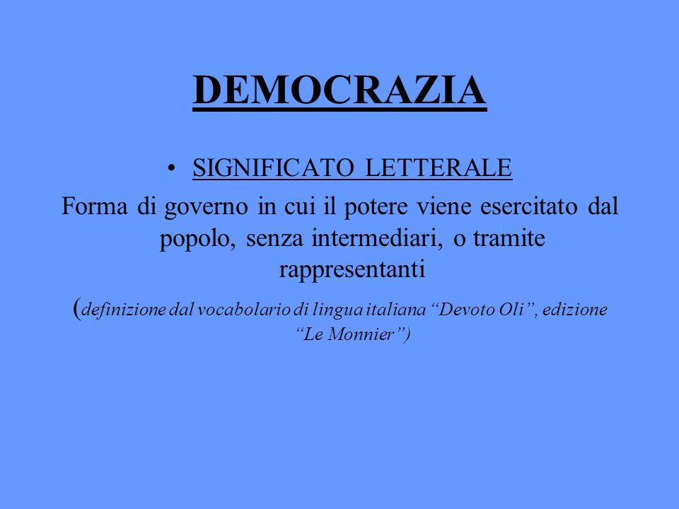 DEMOCRAZIA SIGNIFICATO LETTERALE Forma di governo in cui il potere viene esercitato dal popolo, senza intermediari, o tramite rappresentanti ( definiz