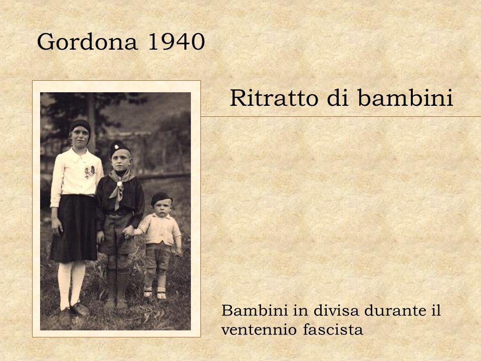 Gordona 1940 Ritratto di bambini Bambini in divisa durante il ventennio fascista